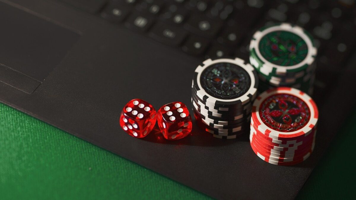 Key measures that you should consider while playing at online gambling websites